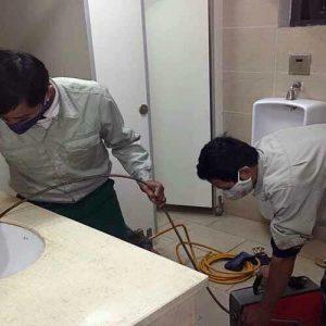 Công nhân thi công công trình