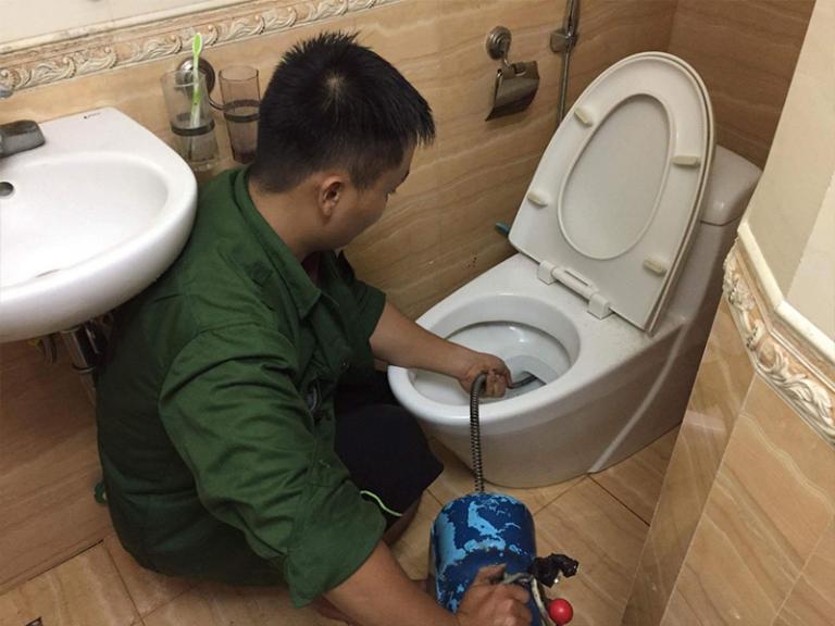 Thông tắc bồn cầu tại Nguyễn Khoái chuyên xử lý triệt để mọi hệ thống bồn cầu bể phốt đường ống thoát nước nhà vệ sinh giá rẻ chuyên nghiệp