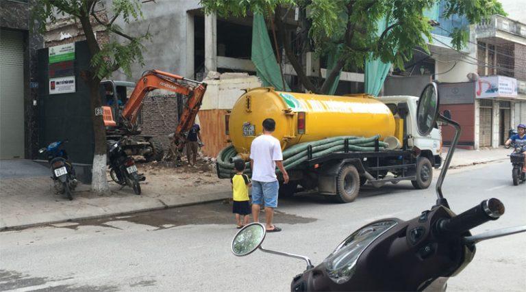 Hút bể phốt tại nguyễn hoàng tôn công ty môi trường Hnp chuyên nhận hút bùn,hút hố ga chất thải công nghiệp tại quận từ liêm gọi ngay 0971.147.333 giá rẻ